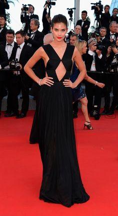 Sara Sampaio na red carpet de Cannes - a Ferver Flash!Vidas