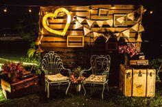 Décor com pegada retrô - Foto Felipe Luz http://www.inesquecivelcasamento.com.br/estilos-de-casamento/