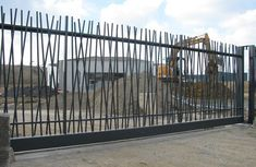 portail Modern Fence Design, Modern Pergola, House Gate Design, Gate House, Metal Gates, Iron Gates, Aluminum Driveway Gates, Wall Railing, Compound Wall