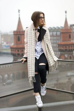 Outfit | Superstars x Trenchcoat