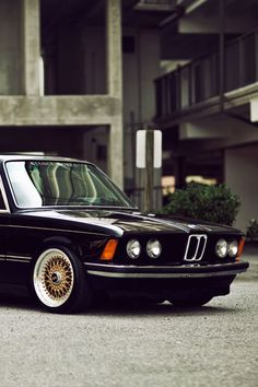 Would really like to have one like this, or an old 7 series. E28...