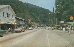 """Gatlinburg, Tennessee Street scene in Gatlinburg, gateway to the Great Smoky Mountains, Tennessee. """"Host Town"""" to our nation's most visited. Gatlinburg Tennessee, Tennessee Vacation, East Tennessee, Gatlinburg Fire, Tennessee Waltz, Viewing Wildlife, Cades Cove, Alaska Travel, Alaska Cruise"""