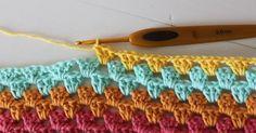 Til en bredde på CA: 150 cm har jeg slået 261 luftmasker ( lm ) LØST op i DOBBELT garn. Så har jeg hæklet en fastmaske (fm) i hver lm ... Crochet Stitches, Crochet Patterns, Drops Design, Crochet Crafts, Needlework, Diy And Crafts, Stripes, Lost, Blanket