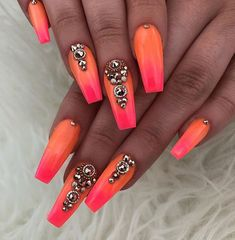 False nails have the advantage of offering a manicure worthy of the most advanced backstage and to hold longer than a simple nail polish. The problem is how to remove them without damaging your nails. Summer Nails 2018, Bright Summer Nails, Summery Nails, Nails Gelish, Toe Nails, Nail Gel, Coffin Nails, Gorgeous Nails, Pretty Nails