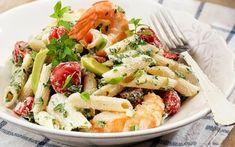Δροσερή σαλάτα ζυμαρικών με γαρίδες και ντοματίνια Avocado, Pasta Salad, Potato Salad, Potatoes, Ethnic Recipes, Food, Yogurt, Cherries, Crab Pasta Salad