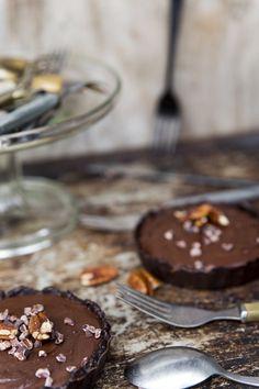 Raw chocolate cake. http://www.jotainmaukasta.fi/2014/11/04/suklaaraakakakku/
