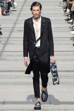 Louis Vuitton Spring 2017 Menswear Collection Fashion Show - Paris Fashionweek - Bxy Frey