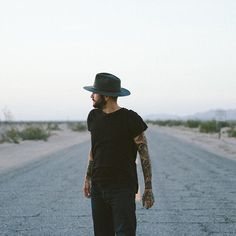 @gpuck roaming around Arizona in the Dylan Fedora #yellow108