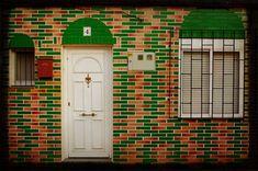 Con el paso de los años las puertas terminan desgastándose. Y no solo eso, sino que el estilo y los colores cambian, haciendo que desentonen con las renovacione