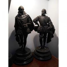 Belle paire de Statuette en Régule hauteur 48 cm sur socle en bois