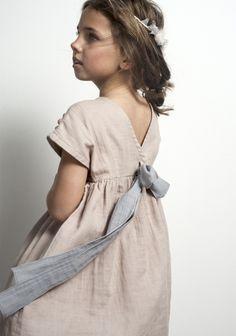 Natural look for a flower girl Little Girl Fashion, My Little Girl, Little Girl Dresses, Toddler Fashion, Kids Fashion, Girls Dresses, Flower Girl Dresses, Vestidos Sport, Inspiration Mode