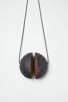 Nicole Beck, pendant, Black Moon, 2016 – Galerie Marzee