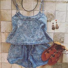Conjuntinho jeans super fofo e estiloso!! ❤️ Cropped lavagem jeans + shortinho box lavagem jeans + gargantilha gipsy + brinco mandala pedrarias + rasteira gladiadora caramelo!!  In love total por esse conjuntinho meninas!  #estampa #indiana #cropped #hotpants #offwhite #jeans #destroyed #rasteirinha #artesanal #couro #bijoux #trendy #fashion #news #newcollection #coleçãoaltoverão2016 #altoverão2016 #vemverão #verãodot #lookoftheday #lookdodia #lookdot #lojadot