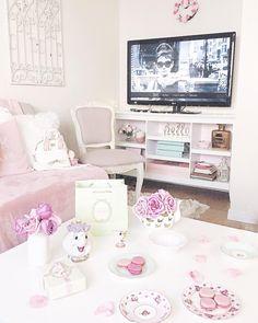 57 cozy feminine living rooms decoration ideas living room a Living Room Decor Traditional, Living Room Furniture, Living Rooms, Room Goals, Bed Storage, My New Room, Home Interior Design, Interior Ideas, Decoration