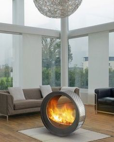 Circular fireplace. Seems dangerous, but is also totally cool