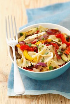 Chicken and Grilled Vegetable Pasta Salad Recipe Vegetable Pasta Salads, Grilled Peppers, Cooking Recipes, Healthy Recipes, What's Cooking, Pasta Salad Recipes, Grilled Vegetables, Soup And Salad, Food Preparation