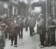 """""""La calle de los apostadores"""" (1898). Obra de Arnold Genthe (1869 – 1942). Museo de Bellas Artes de San Francisco. /// """"The Street of gamblers"""" (1898). Work by Arnold Genthe (1869 – 1942). Fine Arts Museum of San Francisco."""