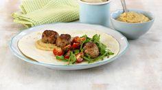 MatPrat - Wrap med kjøttboller og hummus Hummus, Tacos, Wraps, Beef, Chicken, Ethnic Recipes, Food, Healthy Dinners, Cilantro