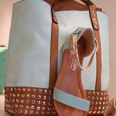 Maxi bolso a juego con las sandalias. Precio total = 40 euros. No te parece increíble?
