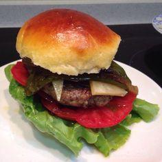 Viernes de #burger de carne de ternera y cerdo con #pimientos...
