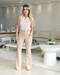 Looks Chic, Casual Looks, White Fashion, Girl Fashion, Chic Outfits, Fashion Outfits, Iranian Women Fashion, Work Attire, Casual Chic