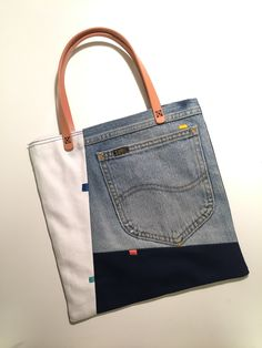 43 Bags Handmade To Add To Your List 43 Bags Handmade To Add To Your List Denim bag Upcycled denim bag denim bag jeans bag recycled Diy Jeans, Recycle Jeans, Sewing Jeans, Diy Bag Denim, Denim Bags From Jeans, Jeans Recycling, Denim Handbags, Leather Handbags, Leather Clutch
