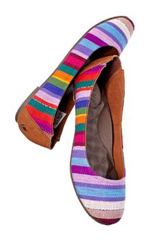 Love, not only the colours but, the fact that proceeds go back to the Guatemalan women who made them! jg