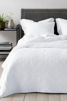 Roselynn päiväpeite 260 x 260 cm Modern Bedroom Decor, Gray Bedroom, Bedroom Inspo, Bedroom Ideas, Bedroom Art Above Bed, Restoration Hardware Bedding, Hotel Collection Bedding, Bedroom Prints, Grey Flooring