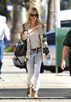 Kate Bosworth - Chic - Style being  Love her sweater