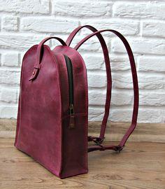 Fashion Travel Girl Leather Purses, Leather Handbags, Minimalist Bag, Back Bag, Stylish Backpacks, Leather Bags Handmade, Fashion Bags, Girl Fashion, Leather Backpack