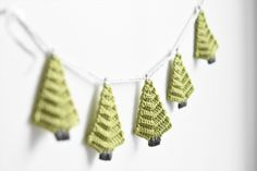 Christmas tree garland pattern is so versatile and gives a lot of space for creativity. In this pattern you will get tree instructions + 3 different ideas of assembling.