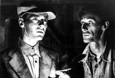 """Henry Fonda y John Carradine en """"Las uvas de la ira"""", 1940"""
