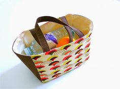Super Easy Lunch Tote – Free PDF + Top Tips for Sewing with Oilcloth