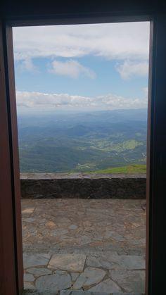 Vista a partir da porta lateral do Santuário. Serra da Piedade - Caeté - Minas Gerais