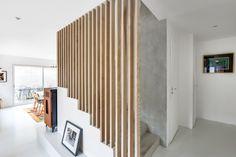 Escalier béton brut tasseaux bois