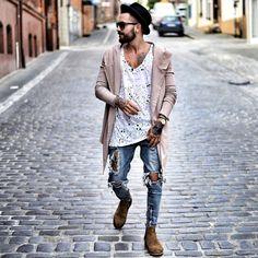 Beat the chilling weather and look fashionable with a black cardigan. Modern Fashion, Urban Fashion, Fashion Looks, Mens Fashion, Beastie Boys, Mode Hip Hop, Streetwear, Skateboard, Gentlemen Wear