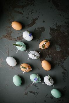 43 Ideas For Nature Decor Diy Easter Eggs Nature Crafts, Nature Decor, Graphic Wedding Invitations, Egg Decorating, Easter Eggs, Nature Inspired, Tulip Bulbs, Ideas, Lamb