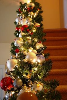 Beautiful Christmas Banister - she gives good simple directions. Made with two garlands, lights, and assortment of ornaments. Merry Little Christmas, Noel Christmas, Winter Christmas, Christmas Wreaths, Christmas Garland With Lights, Green Garland, Christmas Balls, Christmas Stairs, Christmas Front Doors