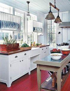 Decoração: Fotos de decorações com vermelho - BLOG DE DECORAÇÃO-PUXE A CADEIRA E SENTE!  Digging the dish racks over the bare windows