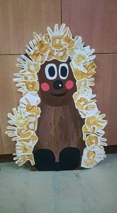 ježeček (y) Easy Crafts For Kids, Diy For Kids, Diy And Crafts, Arts And Crafts, Autumn Crafts, Autumn Art, Summer Crafts, Animal Projects, Animal Crafts