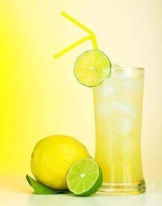 Fruit Drinks, Fruit Smoothies, Beverages, Lemon Skin Lightener, Lemon Facial, Lemon Juice Uses, Basil Lemonade, Drinking Lemon Water, Juice Concentrate