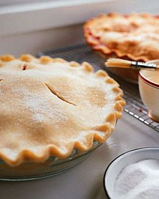 What better way to show off a juicy pie filling than with an extra-crispy crust? Before baking, just brush water onto the crust and sprinkle it with sugar. This simple trick will give your crust a beautiful golden color and a delightful texture