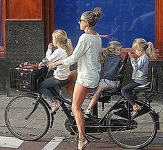Vous voulez les emmener à l'école à vélo ? Les meilleures solutions proposées ici : http://www.hollandbikes.com/comment-transporter-son-enfant-a-velo.htm