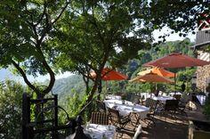 Lunch with a view at the Schoenburg terrace Mittagessen mit Ausblick auf der Shönburger Terrasse