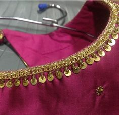 Kurta Neck Design, Saree Blouse Neck Designs, Bridal Blouse Designs, Dress Neck Designs, Hand Embroidery Dress, Kurti Embroidery Design, Hand Embroidery Designs, Aari Embroidery, Crop Top Designs