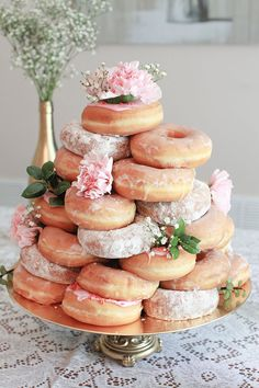 5 Fun Wedding Cake Alternatives That Also Save on Costs is part of Bridal shower brunch You may not initially realise it, but when planning a wedding, it'll quickly become clear that the cake is p - Donut Party, Donut Wedding Cake, Wedding Donuts, Cool Wedding Cakes, Tea Party Wedding, Wedding Sweet Tables, Garden Wedding, Wedding Reception, Wedding Ideas