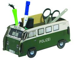 Der nostalgische VW T1 im Polizei Design räumt Ihren Schreibtisch auf. Er ist das perfekte Geschenk zur Einschulung für die Schultüte.