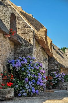 Pretty thatched cottages, Brittany  France, http://brittanyholidayguide.com/discoverbrittany.html