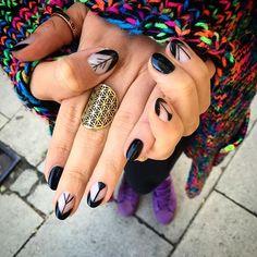 Takie pazury tylko w @salonwisla u @kasiakasiaef  #salonwisla #nails #floweroflife #blacknailart