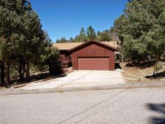 15417 Acacia Way, Pine Mountain Club, CA 93222 — A 3 Bedroom 2 full bath home ALL ON ONE LEVEL on a 1/4 acre lot is rare in the mountains, so bring the budding family and take a look.  This would be a great starter home for a couple with a few children.  Ample deck space to accommodate those early evening barbecues and get together s.  One step gets you into the house.  NO STAIRS.   Flat lot for the kids to play or build a snowman when the season provides the snow.  There are 4 full seasons…